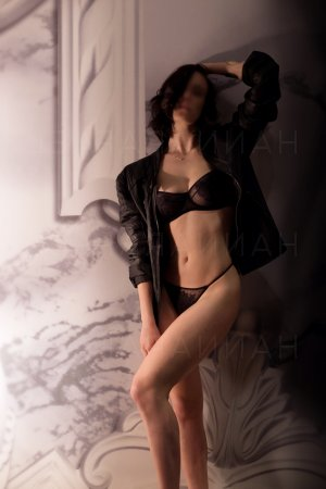 Golda chinese escorts in Forest Hill, TX